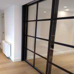 Puerta cuarterones vidrio-hierro negro